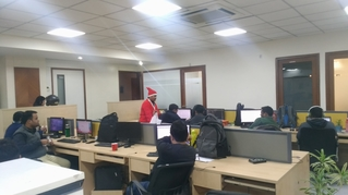 Atlogys-Chrismas-2019-office-decoration