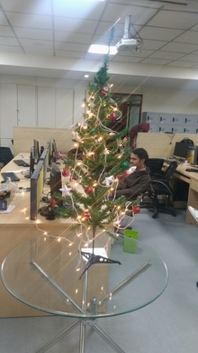 Atlogys-Chrismas-tree-2019-office